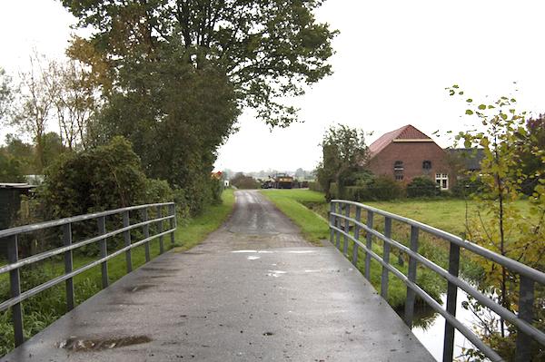Na de bocht en over de brug vindt u IJshoeve Ruitenbeek